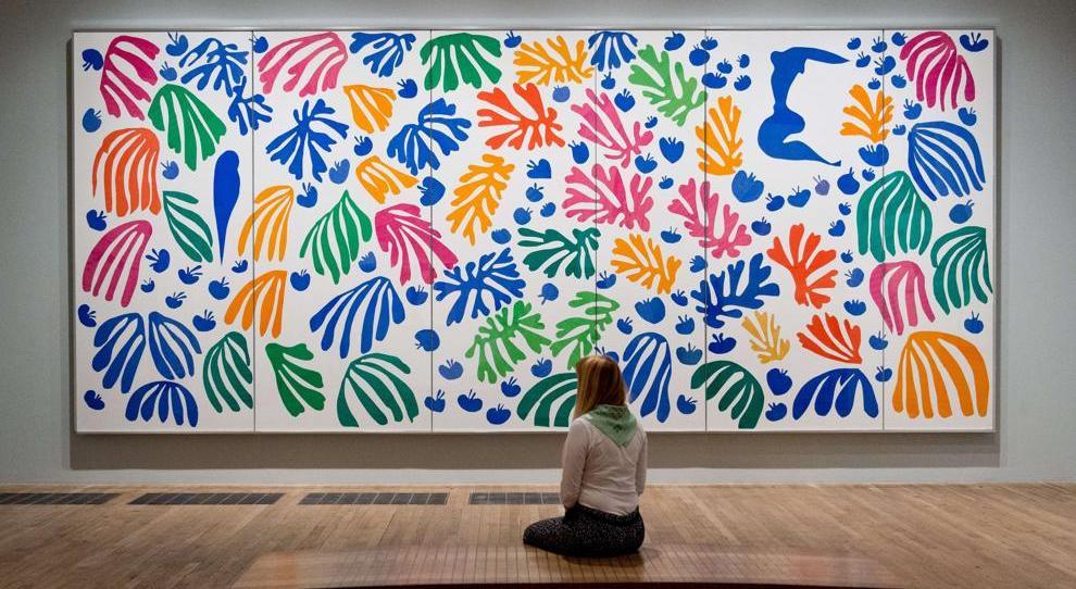 O periquito e a sereia, 1952. Museu de Arte Moderna (MoMa), Nova Iorque. https://www.lastampa.it/cultura/2014/04/16/fotogalleria/i-collage-di-matisse-alla-tate-modern-di-londra-1.35767204